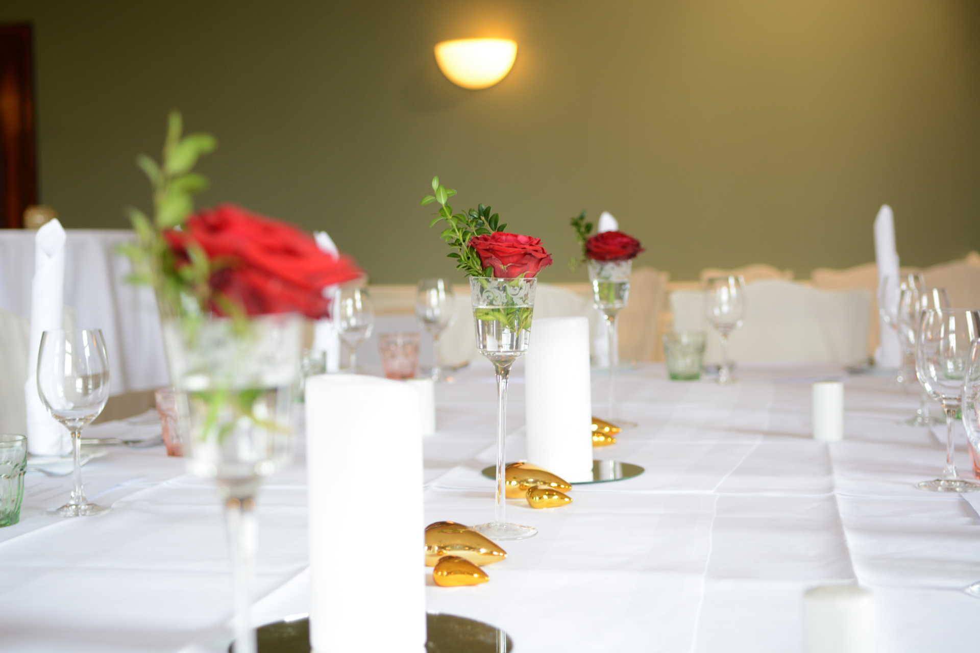 Tischdeko für feierliches Ambiente