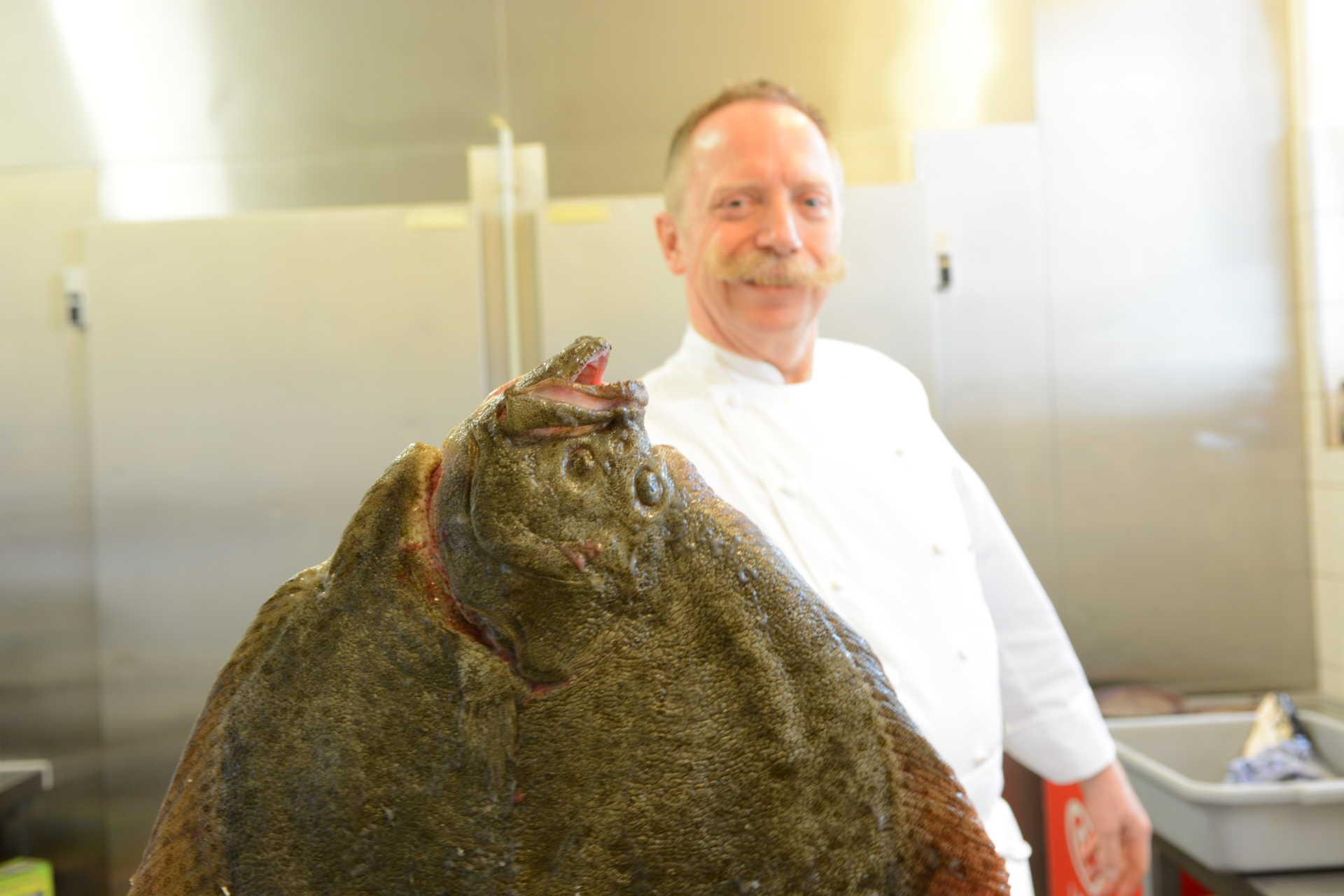 Christoph Beesten verarbeitet frischen Fisch