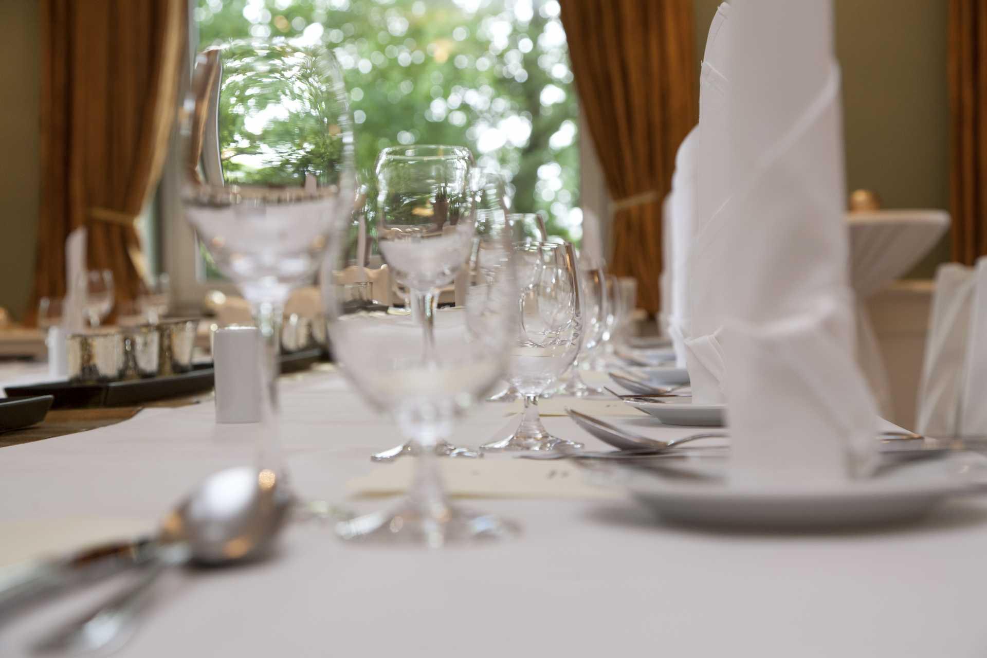 Gedeckter Tisch für eine Feier im Restaurant Beesten